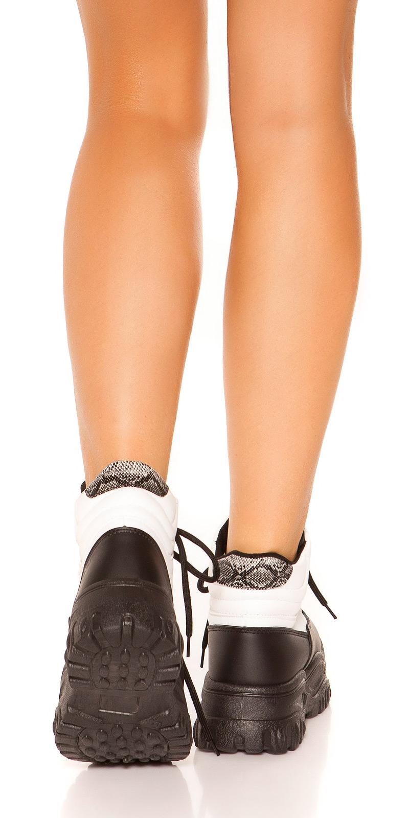 Adidasi cu platforma la moda