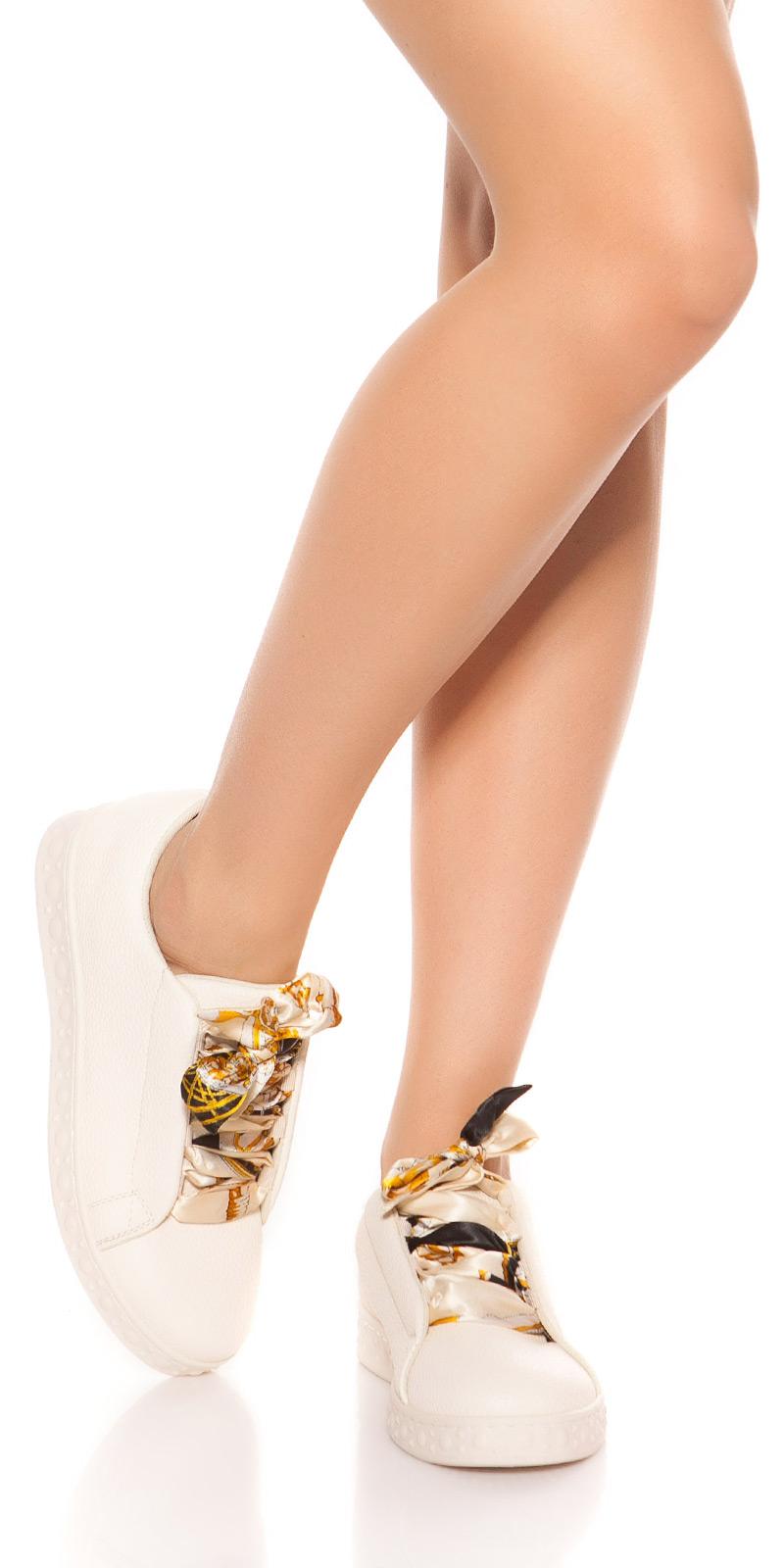 Adidasi la moda cu decorative dantela