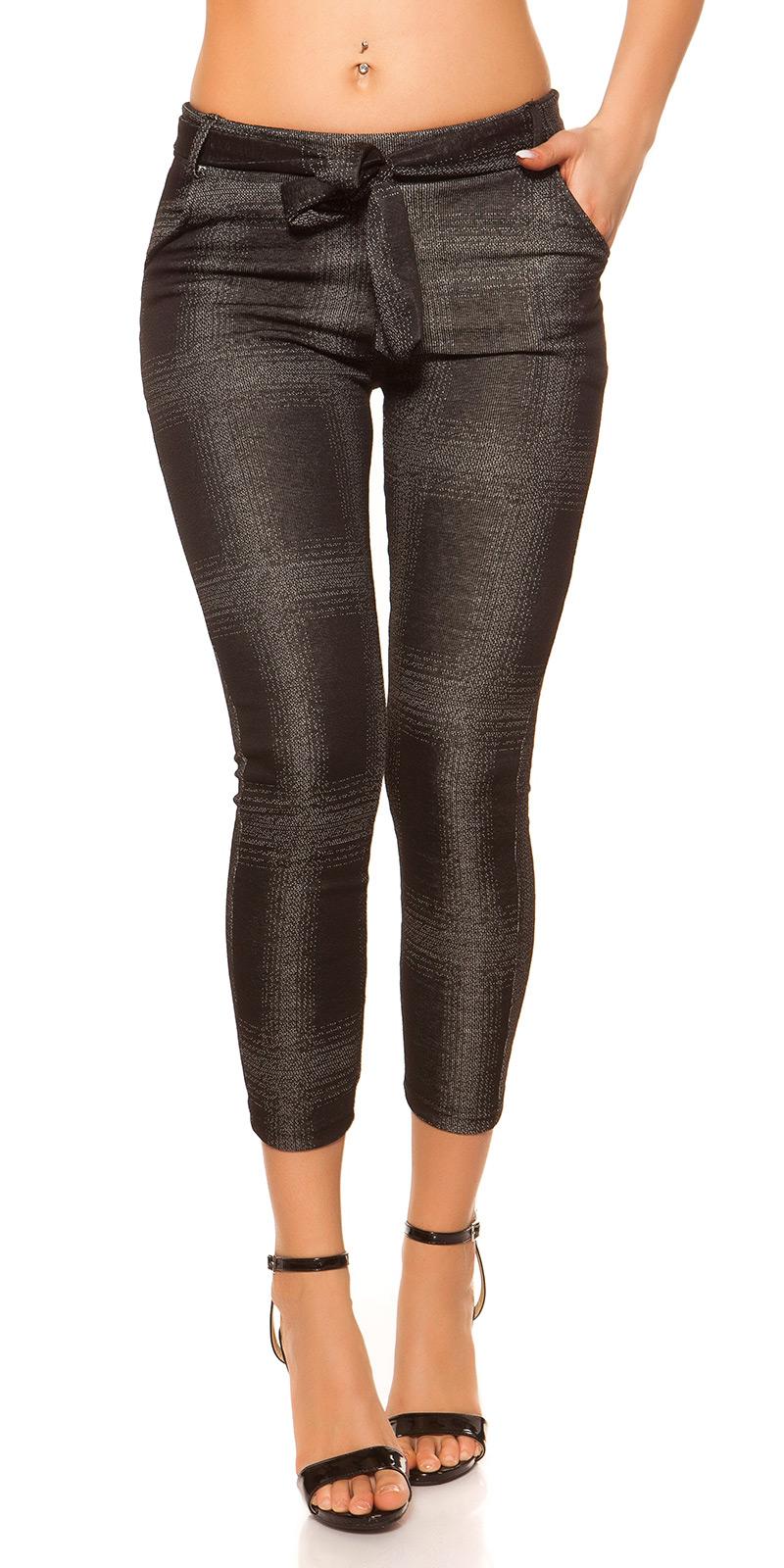 Pantaloni colanti la moda modeled cu curea