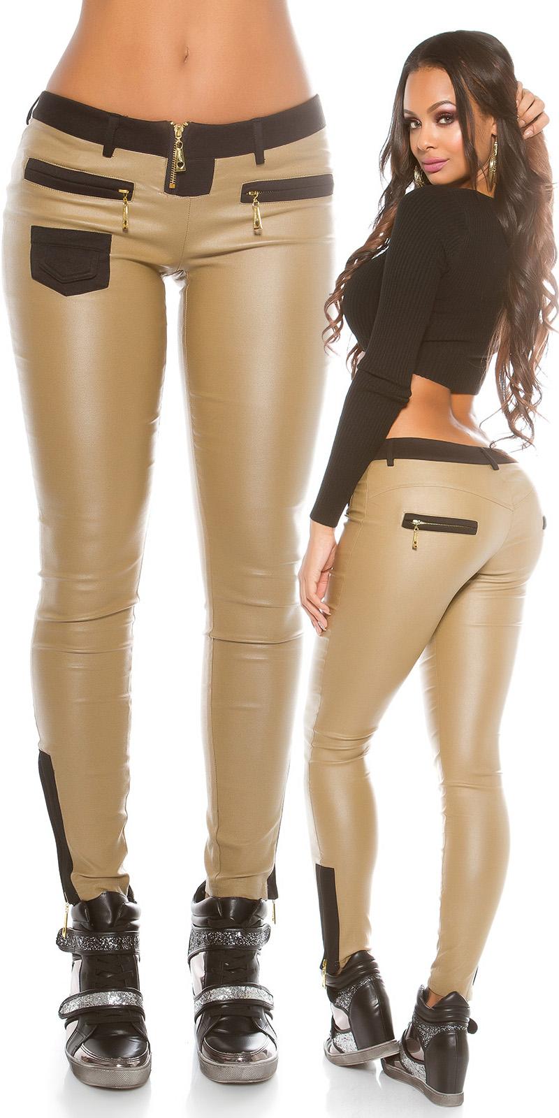 Pantaloni piele ecologica sexy cu aplicatii.