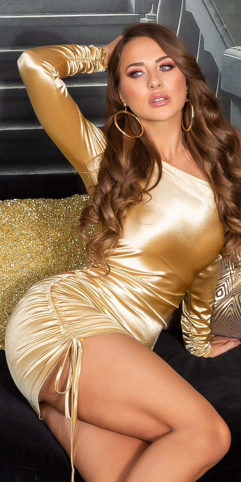 Rochie mini sexy Satin-Look cu umar gol