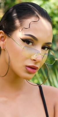 Sexy rimless lightly tinted de vara glasses